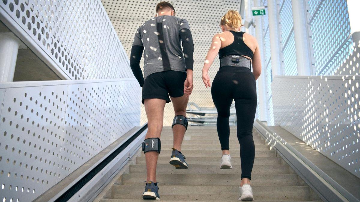 Cintas de pernas e cinta lombar de eletroestimulação diPulse em movimento