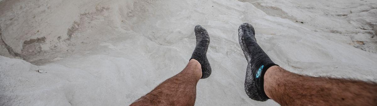Calçado barefoot Skinners no mar